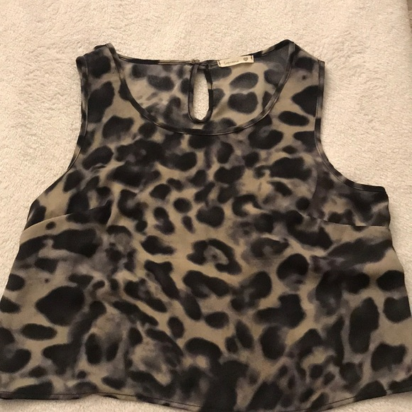 Tops - Cropped leopard print top